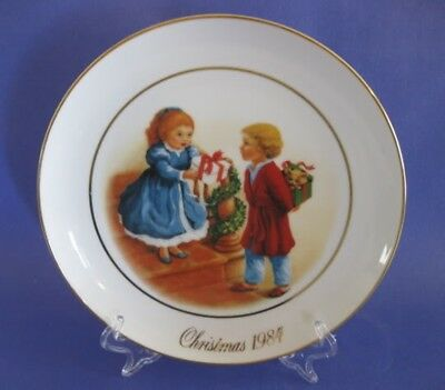 Vintage Avon Christmas Memories Porcelain Collectors Plate 1984