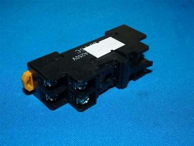 Omron P2RF-08 Socket Relay