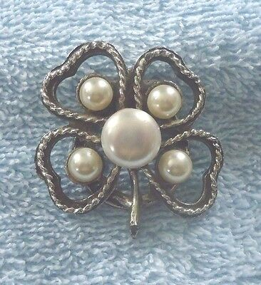 Silvertone Four Leaf Clover With Faux Pearls Scarf Clip