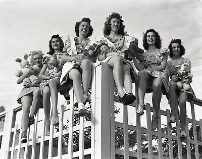 LQQK 4X5 original 1940s negative, GROUP OF PRETTY GLAMOUR GIRLS ON FENCE #49