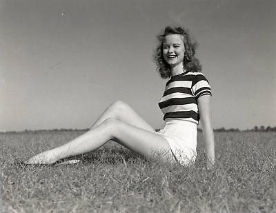 LQQK 4X5 original 1940s negative, LOVELY YOUNG GLAMOUR BEAUTY POSED ON LAWN #9