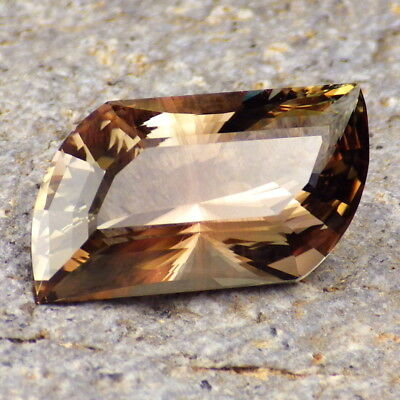WALNUT-COPPER-GREEN SCHILLER OREGON SUNSTONE 9.12Ct FLAWLESS-UNIQUE GEMSTONE!