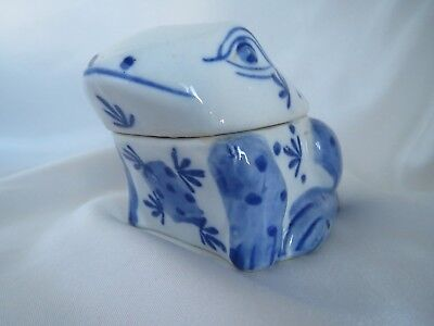 Blue & white chinese ceramic frog pot with lid