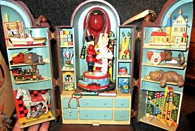 1989 Enesco The Dream Keeper Deluxe Action Musical Cabinet Plays Memories /Cats