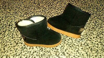 Girls dudg fur lined winter boots size UK 4.5 great condition