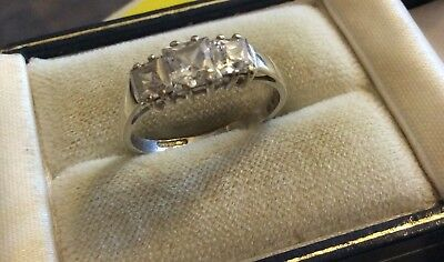 Beautiful Ladies Vintage Fully Hallmarked 9CT Gold Fancy White Stones Ring - N