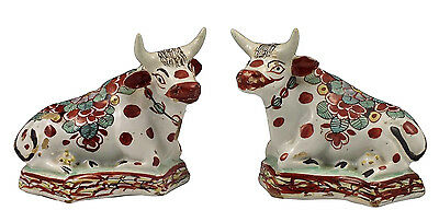 Nice Pair of 18th Century English Delft Pottery Cow Figurines w/ Chinoiserie