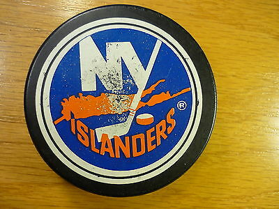 NHL New York Islanders Lg Logo Ziegler Official Game Hockey Puck Collect Pucks