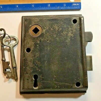 Antique,vintage,cast iron,rim,door,lock,skeleton,keys,old,entrance,gate,