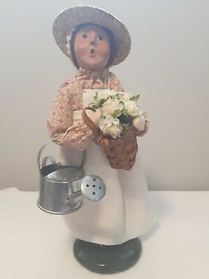 BYERS CHOICE Williamsburg Gardening Woman flowers & Watering Can caroler 2006