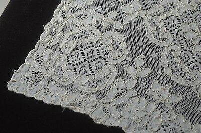 Simple & Pure 8 Alencon Lace Placemats –Stunning! Tt434