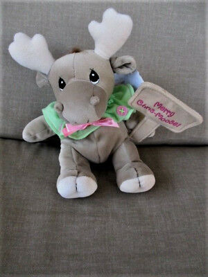 "2001 Precious Moments Moose Plush 8"" Holding Merry Chris- Moose Sign Tags"
