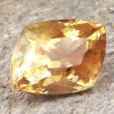 YELLOW-GREEN SCHILLER OREGON SUNSTONE 17.09Ct FLAWLESS-LARGE-TOP COLLECTOR GRADE