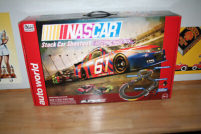 Autoworld SRS314 Rennbahn-Set Shootout NASCAR Stock Car Neu & OVP