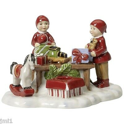Villeroy & Boch NOSTALGIC VILLAGE Gnome with Gift Boxes #5921
