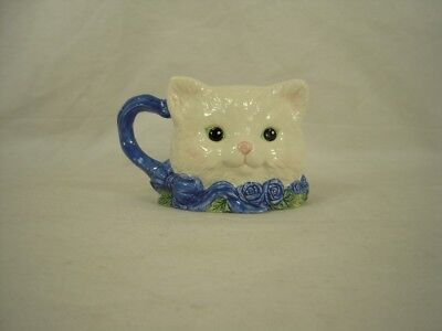 COLLECTIBLE Ceramic Porcelain White Fluffy Kitty Cat Avon Mug Cup
