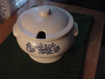 Pfaltzgraff Yorktowne Covered Soup Tureen, No Ladle, Blue
