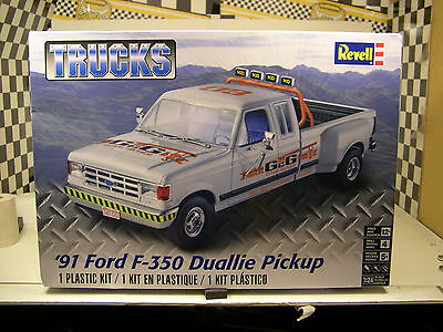 Ford F  Duallie Trucks Series Revell  Scale Plastic Model Truck