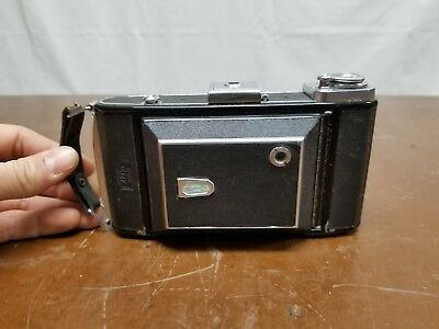 Zeiss Ikon camera w/ original leather case