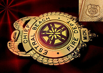 h8/ Historisches US Firefighter badge + Chief Estral Beach, Fire Dept., Michigan