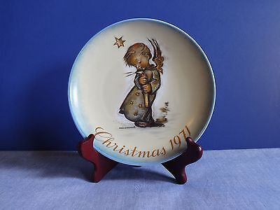 A Limited Edition Collector Plate by Schmid, Christmas 1971 Sister Bertha Hummel