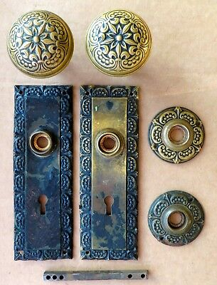 MATCHING PAIR ORNATE VICTORIAN BRASS DOOR KNOBS, BACKPLATES, & ROSETTES c1880s –