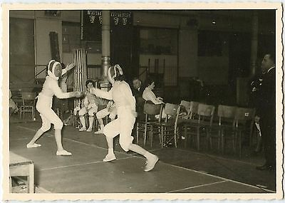 Fencing Club Foil Epee Sword Fighting Vtg 40s Snapshot 61D