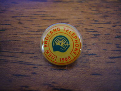 1988 New England Telephone MA BELL United Way Pin Pinback Advertising