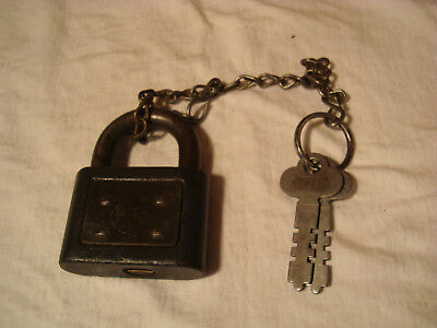 Antique Yale Padlock, No. 225 With 2 Keys, Working