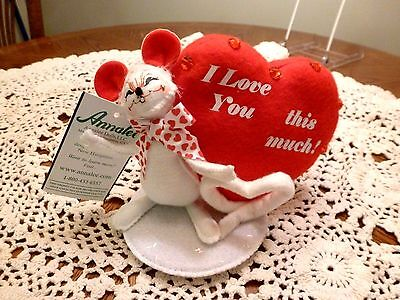NEW ANNALEE I LOVE YOU THIS MUCH VALENTINE'S DAY MOUSE with HEART DOLL FIGURE