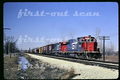 Original Slide - Grand Trunk GTW 5826 Action on Freight at Dolton IL 1985