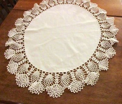 """26"""" ROUND Vintage Center Table Doily Crocheted Cotton Pineapple Lace & Linen"""
