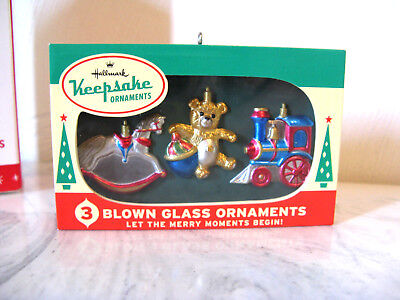 2016 Hallmark Blown Glass Nifty Fifties Vintage Look Christmas Ornament