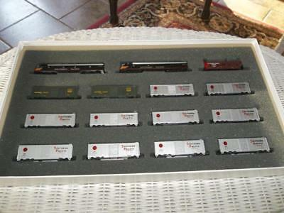 Con Cor N Scale Souhern Pacific Overnight Express Freight Train Set 0001-008520