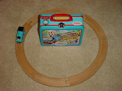 Thomas & Friends  Lunchbox Carry Tin with Thomas engine and 8 pc Wooden Tracks