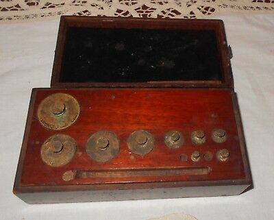 VINTAGE ANTIQUE WOODEN BOX OF SOLID BRASS SCALE WEIGHTS  2 - 200g