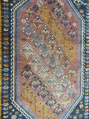 A FABULOUS OLD HANDMADE SHIRAZ WOOL ON WOOL RICH PILE RUG (218 x 148 cm)
