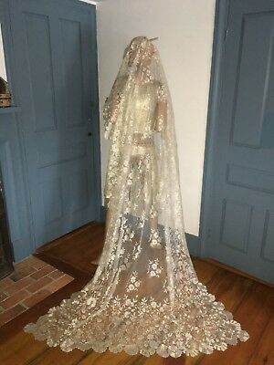 Lovely Antique C1910 Silky Blonde Chantilly Lace Shawl Tablecloth Wedding Veil