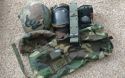US Army LOT... Kevlar Combat Helmet, Knee/elbow pads, pistol belt, storage bag
