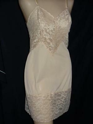 Vintage Vanity Fair Lace Slip-Lots of Scalloped Lace Full Slip-Exc Cond-Sz S-32