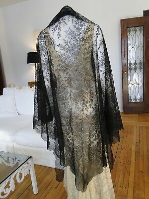ANTIQUE LACE- CIRCA 1880's,ORNATE BLACK CHANTILLY LACE TRIANGULAR LACE SHAWL