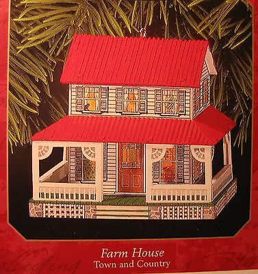 Hallmark  1999  Farm House   #1 In Town And Country Series