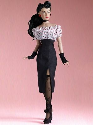 """Tonner 2015 Convention Re-imagination Maxine 16"""" Doll T15RTSD01"""
