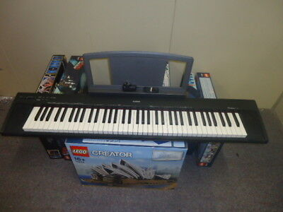 Yamaha Portable Grand Np-30 Keyboard With Power Supply