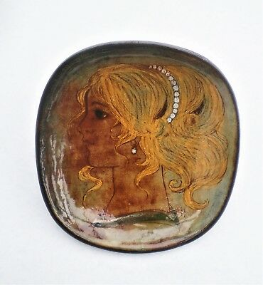 Chelsea>Barbara Ross>Studio Pottery>Earthenware>Large>Girl's Head>Footed>Bowl