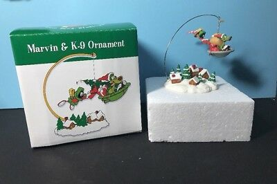 Warner Brothers Looney Tunes 1997 Marvin Martian K9 x-mas Ornament & Stand WB