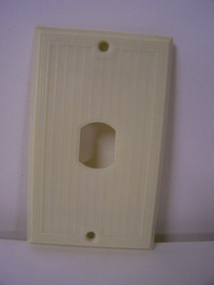 Single Hole Cover Plate Ivory Ribbed w/ Design Bakelite Despard Line Vtg Bryant