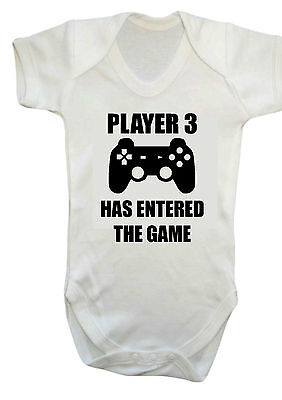 Baby Player 3 HAS entered the Game Weste, Strampler, Geschenk, Body