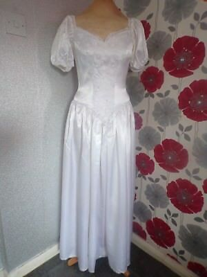 VINTAGE HAND FINISHED STYLE WHITE WEDDiNG DRESS WITH FINE DETAIL SIZE 10