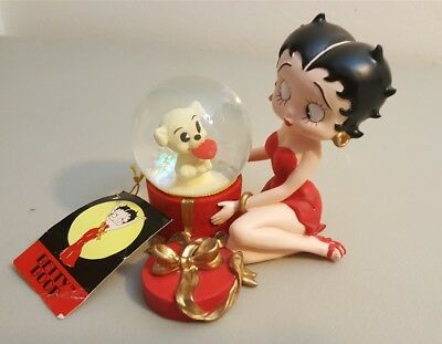 Betty Boop Figurine Snowglobe Waterglobe by Westland 1999 With Pudgy Puppy